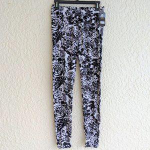 Black Roses Plus Size Leggings (NWT)